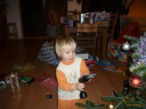 Tomík má vrtačku, to je nej dárek :-)