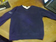 Svetřík s jakoby tričkem pod ním, next,116