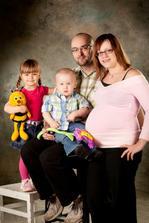 Tak to je naše rodinka...brzičko pětičlenná :-)