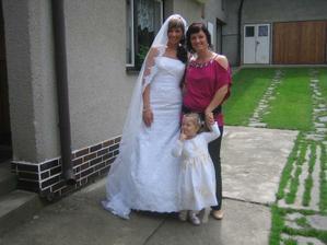 Klárinka s maminkou-svedkyní a nevestou....