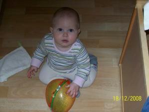 mami, že mi zase nesníš ten míč!!!