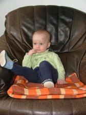 dědečkovo oblíbený gauč je můůůůůj