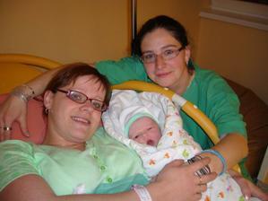 Ségra, která mi zastoupila manžela u porodu ...Karolínka to na svět vzala tak rychle, že to tatínek nestihnul...