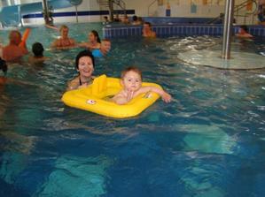 zase v bazenu, tentokrat jsem se vybavila a mohla jezdit na divoke rece!!