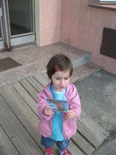A dostala obrázek,2 bonbóny a autíčko:-)))